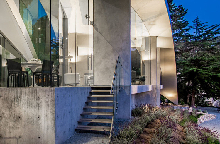 facade glass-concrete stair-outside-lighting-garden