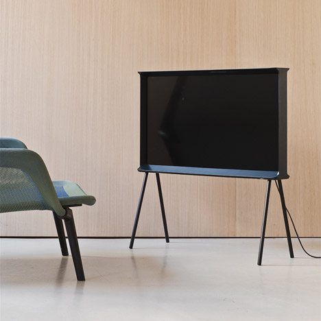 bouroullec brothers 39 serif tv for samsung does not belong to the world of technology decor10. Black Bedroom Furniture Sets. Home Design Ideas