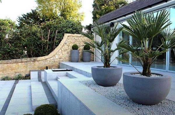 50 modern garden sculptures and flower pots as eye catcher decor10 blog. Black Bedroom Furniture Sets. Home Design Ideas