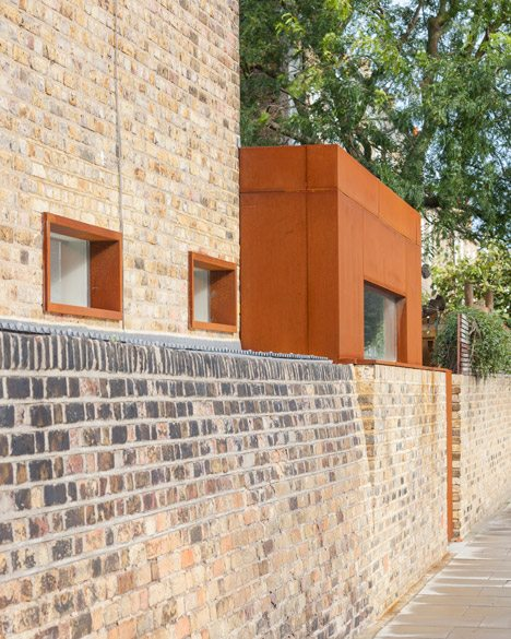 HÛT Uses Pre-rusted Steel For Extension To Victorian Brick