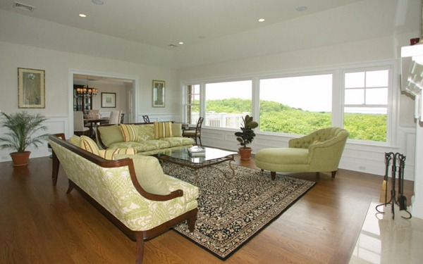 classic carpets and furniture in the living room