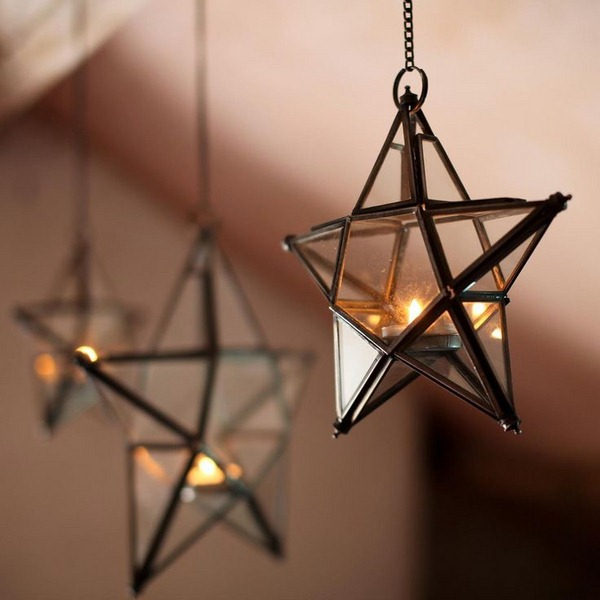 Cool-Christmas-Decorating-With-Stars-With-hanging-star-chandelier-shaped
