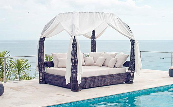 Designer garden daybed
