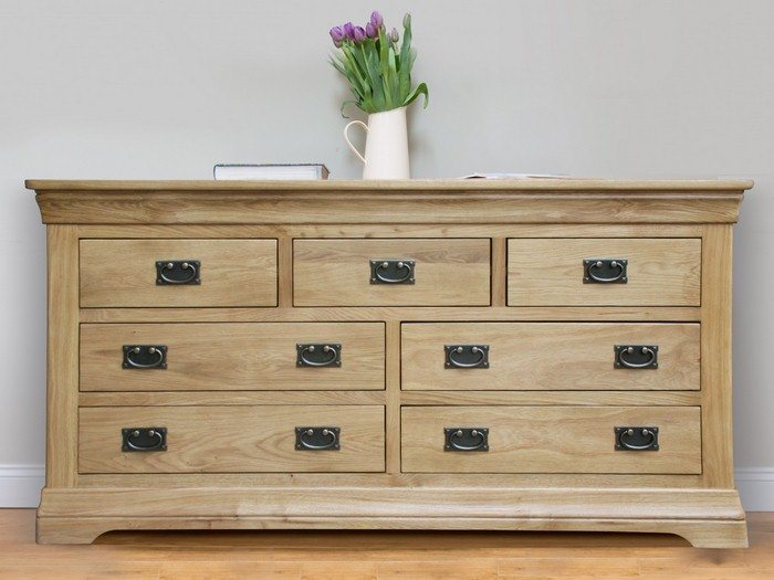 Farmhouse country oak chest of drawers decor10 blog - Decorating a chest of drawers ...