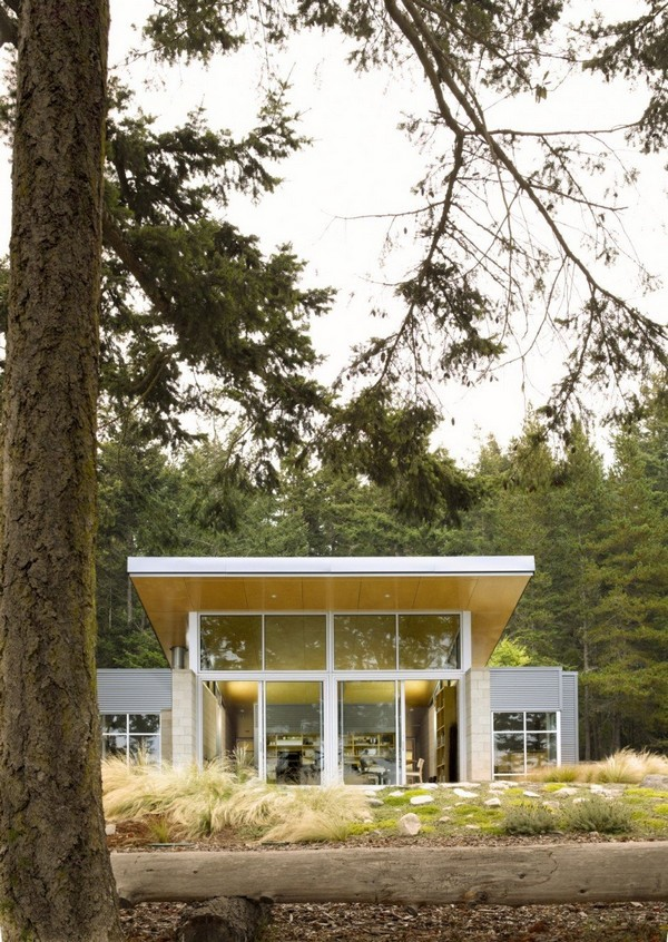 Contemporary Cabin with Intriguing Design Details in Washington State