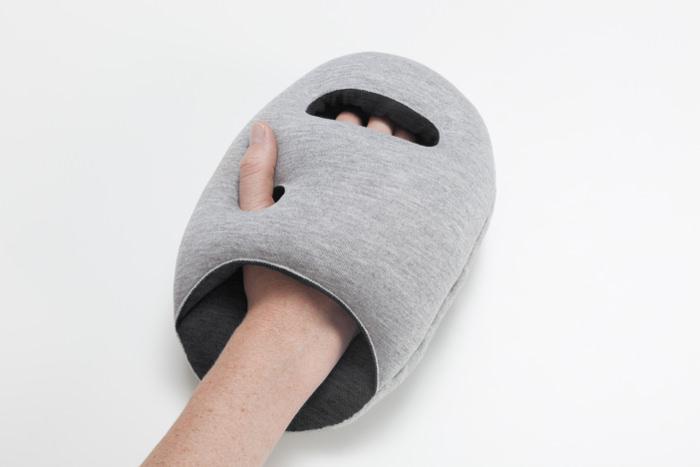 Ostrich Pillow mini les coussins de sieste par le Studio Banana Things