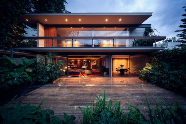 Located on the outskirts of Mexico City, in the Lomas de Chapultepec neighborhood (or colonia), the house is striking from all angles.